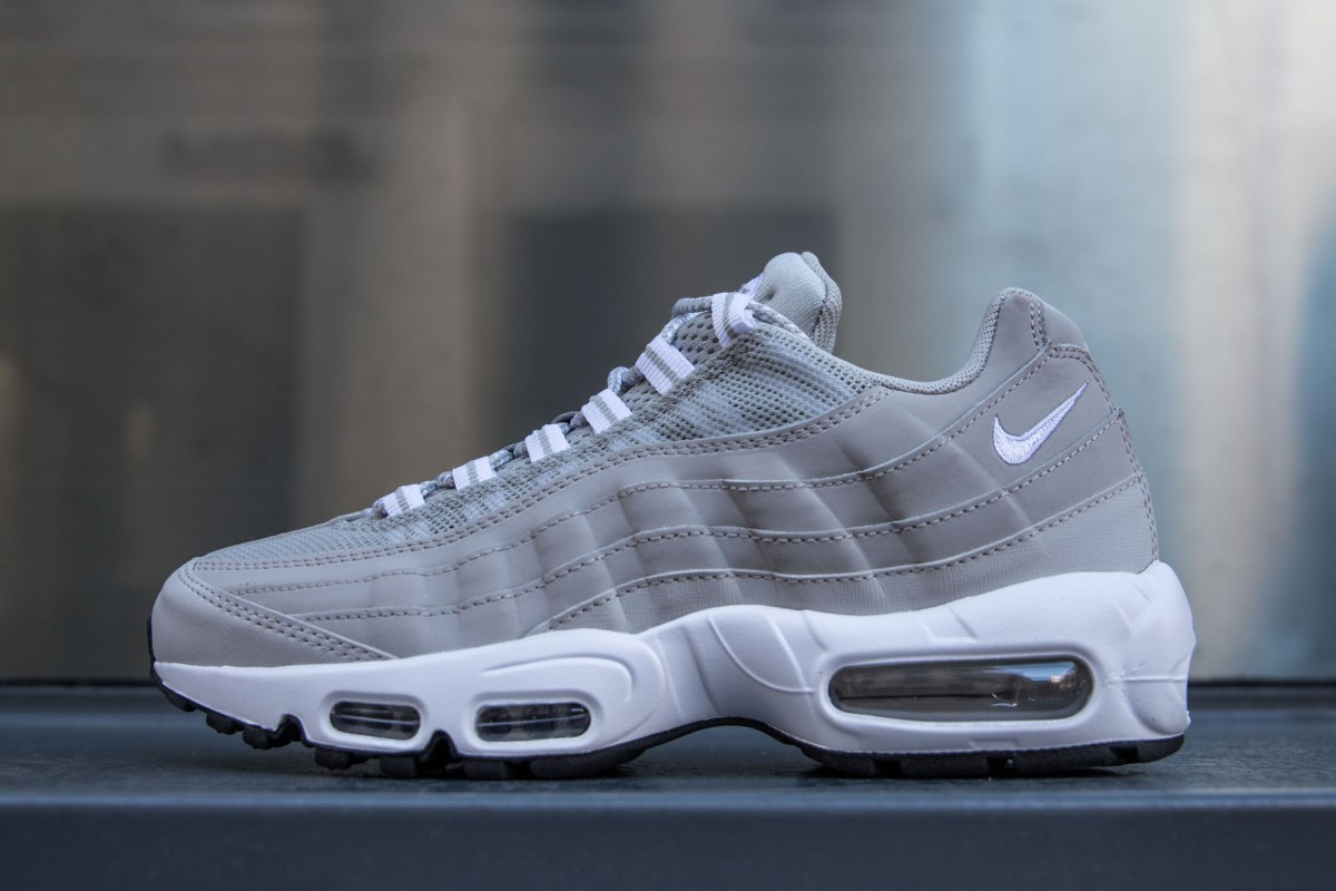 new arrival ea667 73d16 Les Baskets air max 95 femme gris clair en vente outlet. Nouvelle  Collection air max 95 femme gris clair 2017 Grand Choix!